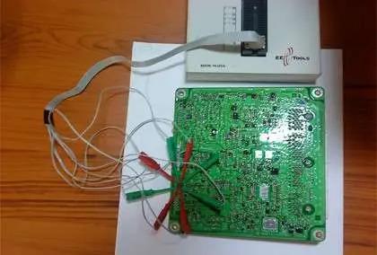Programming an ECM in-circuit